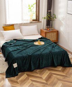 Plaid haut de gamme vert sur lit